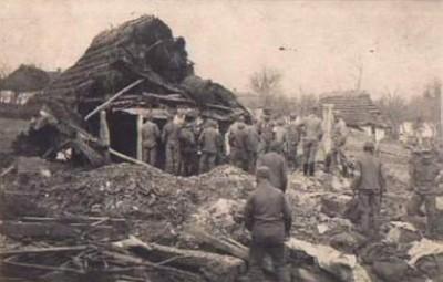 ZAŁĘŻE 19.XI.1914R.ZBIERANE ZABITYCH /PÓŁ STODOŁY SZOTA/